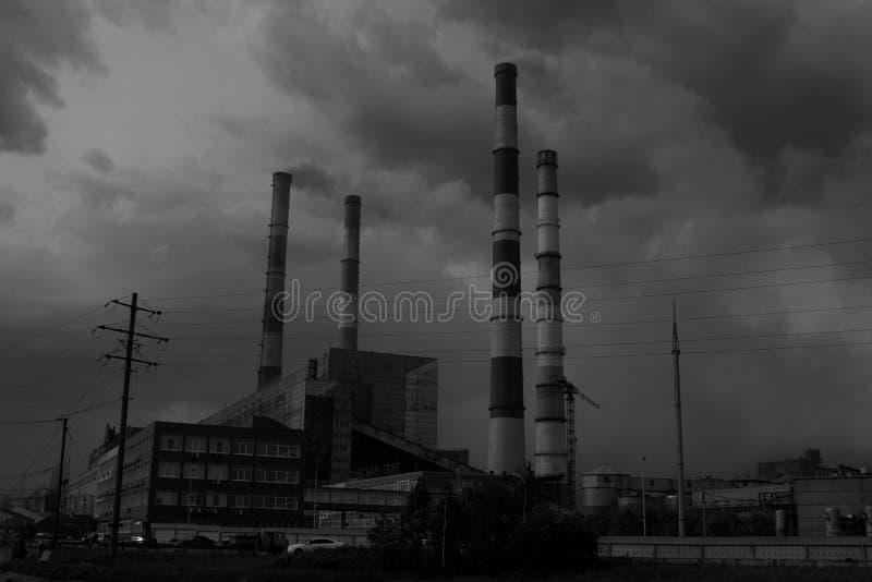 黑白发电站 免版税库存照片