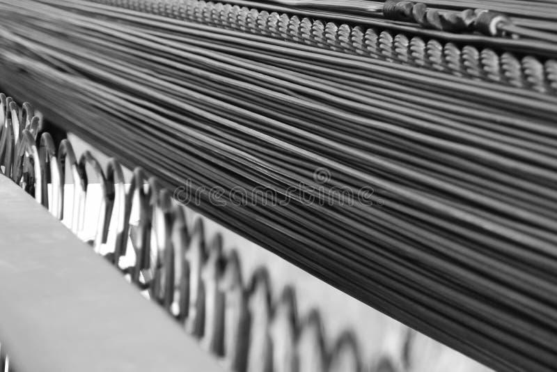 黑白吊桥缆绳 库存图片