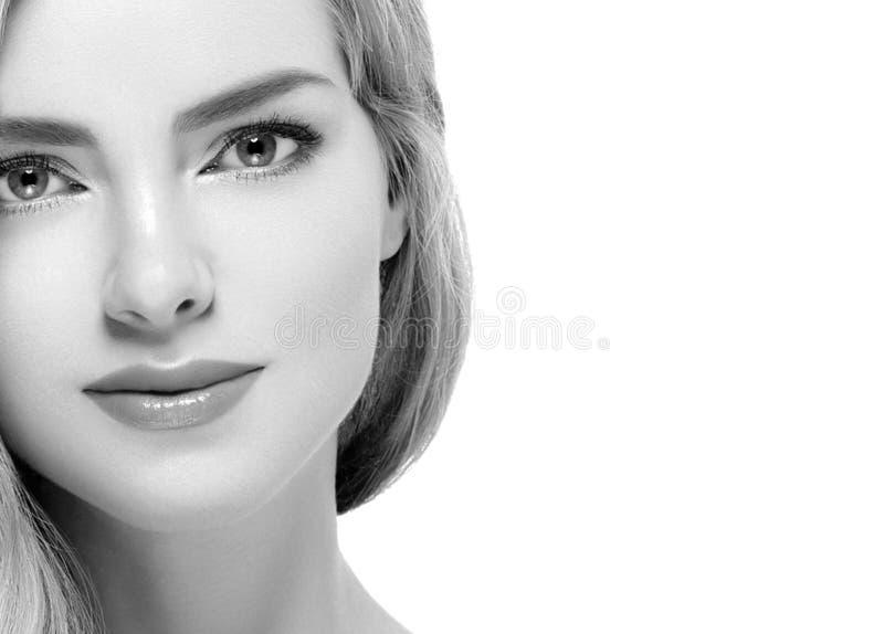 黑白妇女特写面孔白肤金发的画象的特写镜头 库存照片