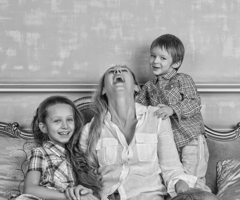 黑白照片,家庭,愉快,母亲` s天,家庭天, 库存图片