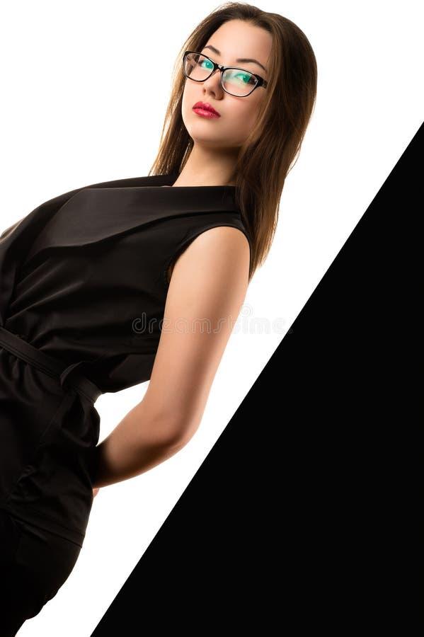 黑白背景的美丽的典雅的韩国女孩 库存照片