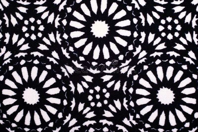 黑白花背景的打印的布料 向量例证