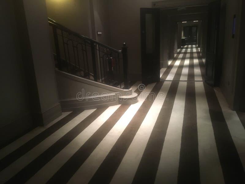 黑白覆盖着的走廊 免版税库存照片