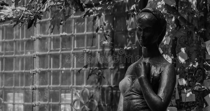 黑白Giulietta的雕象 图库摄影