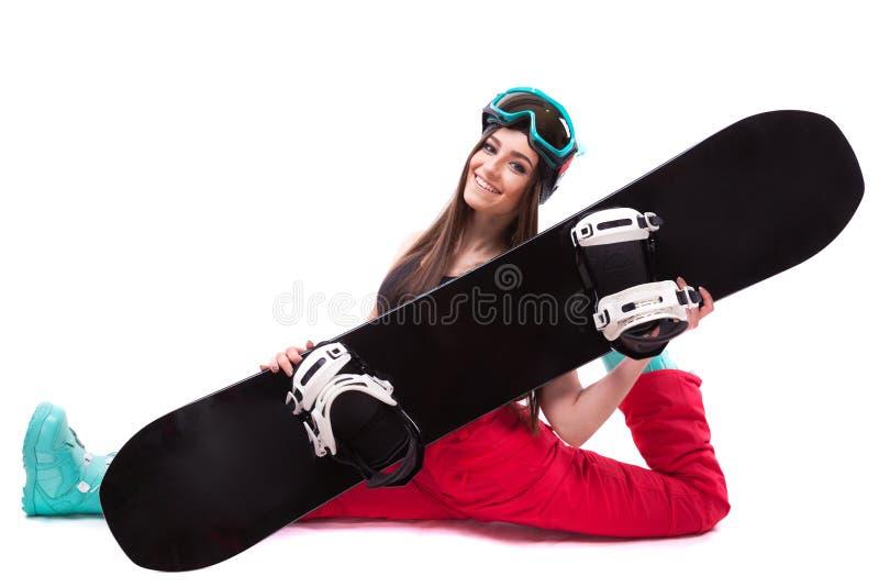 黑短的无袖衫的美丽的年轻深色的妇女坐Th 免版税库存图片