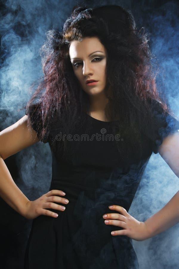 黑礼服的美丽的时髦的女人 库存照片