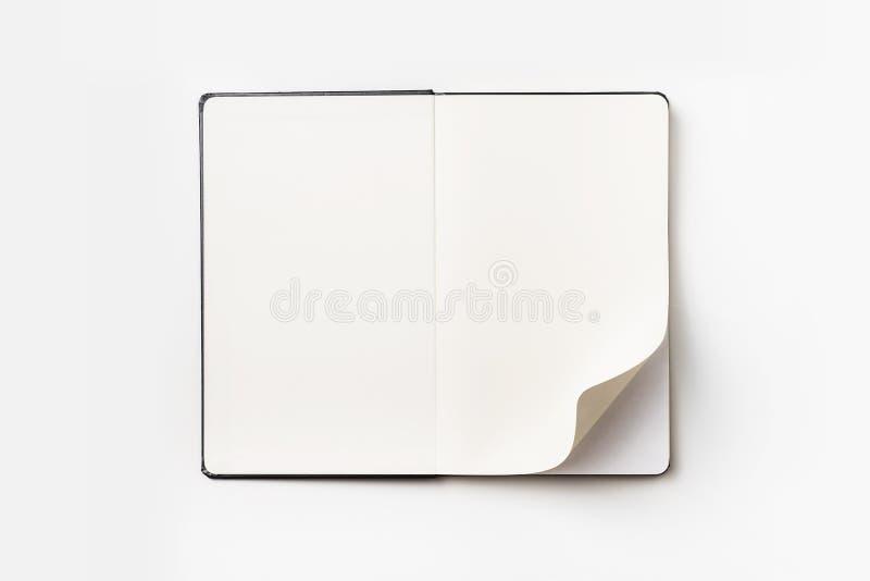 黑笔记本顶视图有卷毛的滚动了页 免版税库存照片