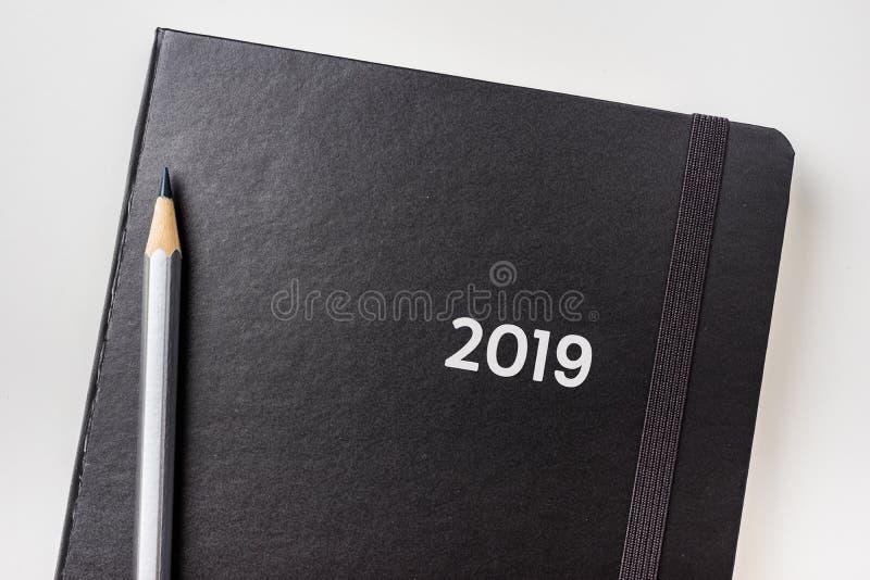 黑笔记本顶视图有词的2019年 库存照片