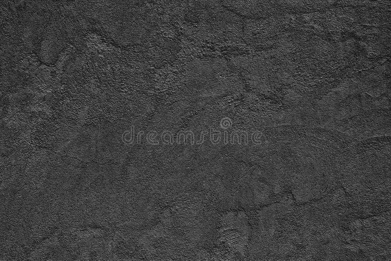 黑粗砺的混凝土墙-与小cra的美好的织地不很细表面 免版税库存照片
