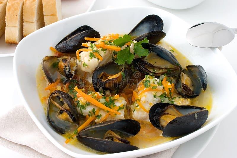 黑线鳕淡菜炖煮的食物 免版税库存照片