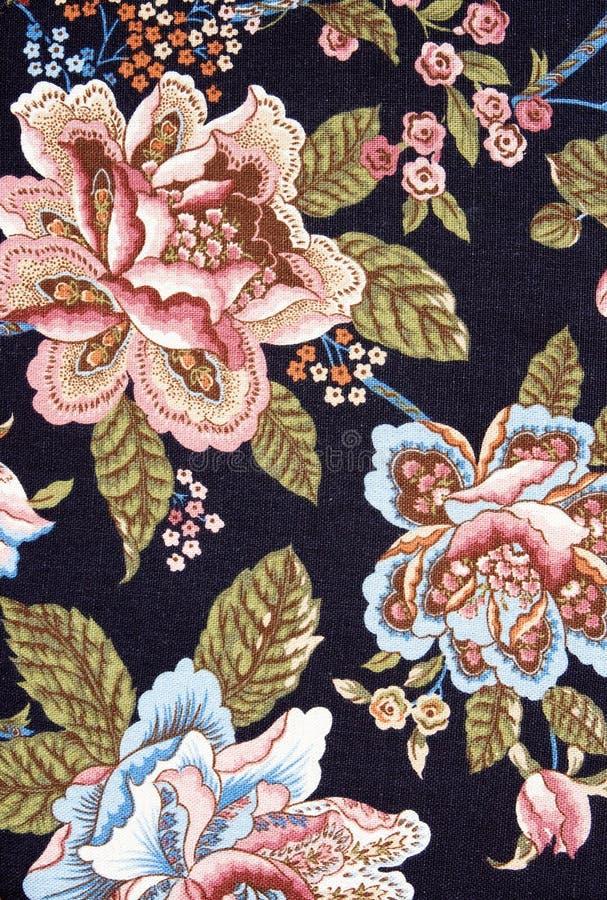 黑色五颜六色的花卉华丽挂毯 免版税库存照片