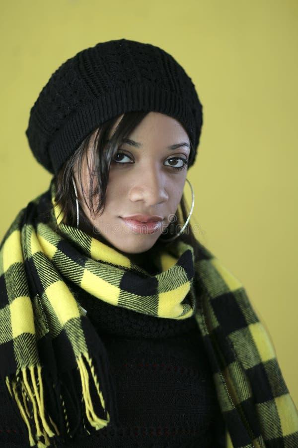 黑色俏丽的妇女黄色 库存照片