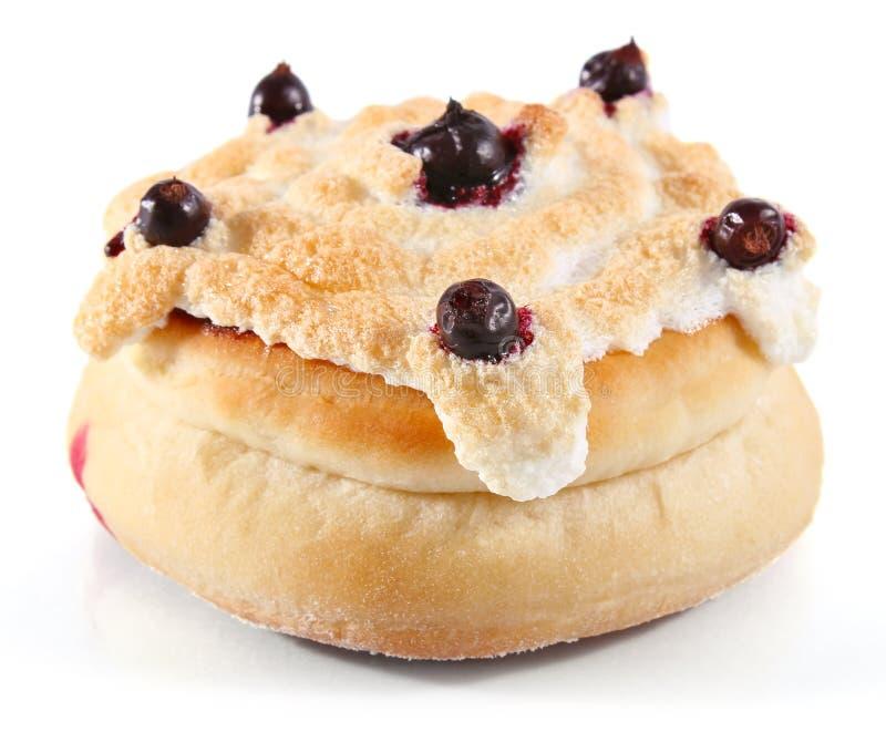 黑色凝乳无核小葡萄干蛋白甜饼馅饼 免版税库存照片