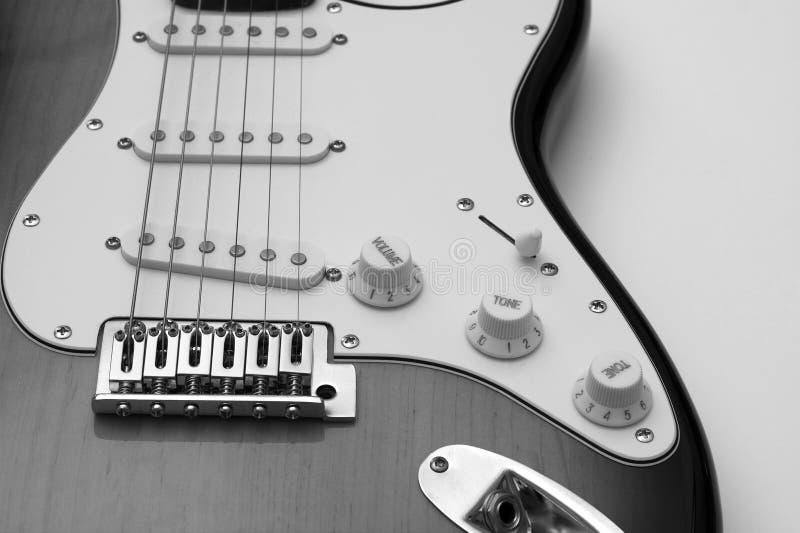 黑色吉他白色 免版税库存图片