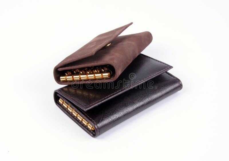 黑色和布朗皮革钱包和被隔绝的钥匙持有人 库存照片