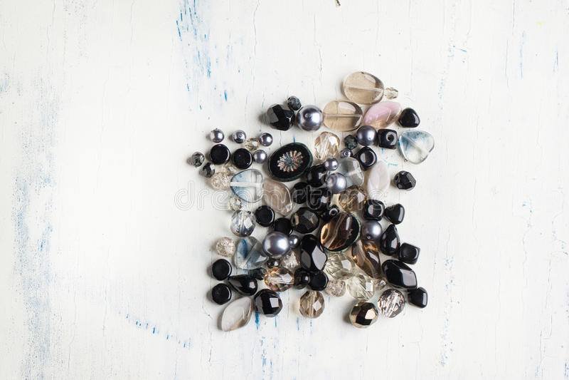 黑色和棕色玻璃珠 库存照片