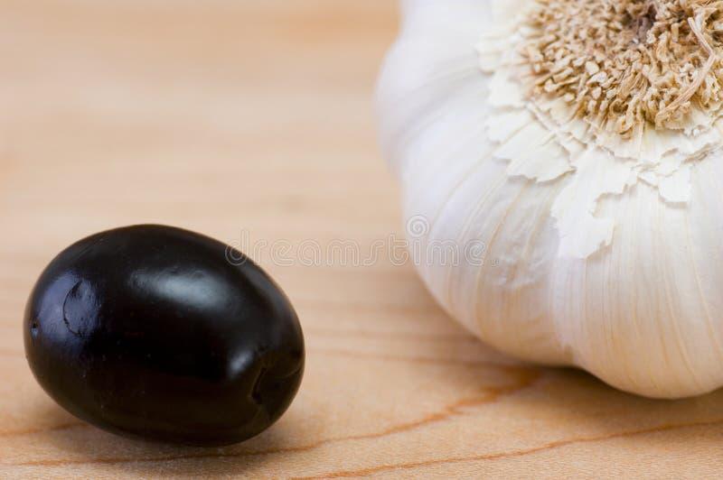黑色大蒜橄榄 库存图片