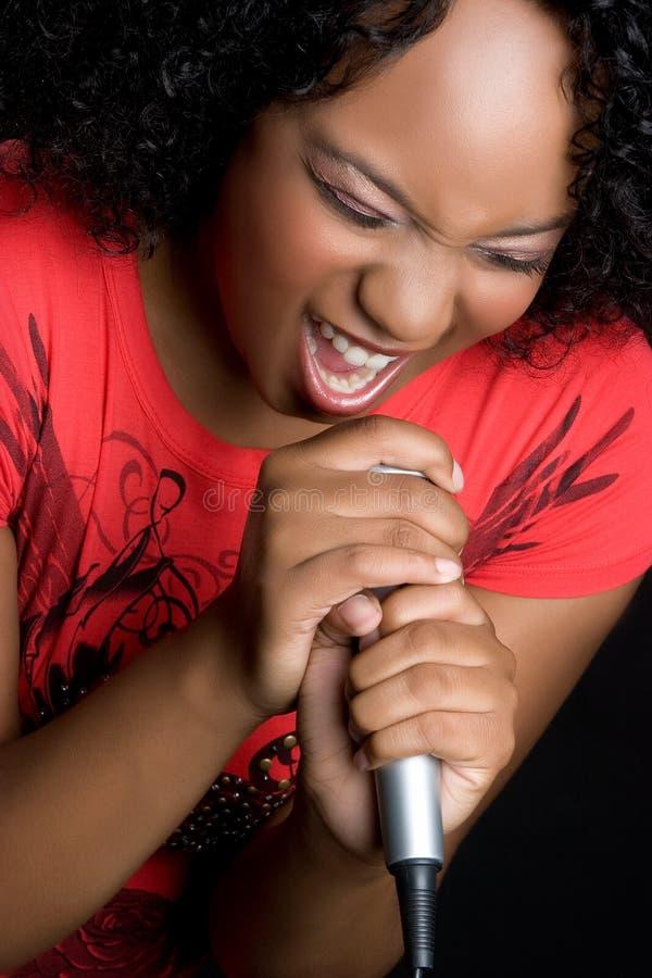 黑色女孩唱歌 库存图片