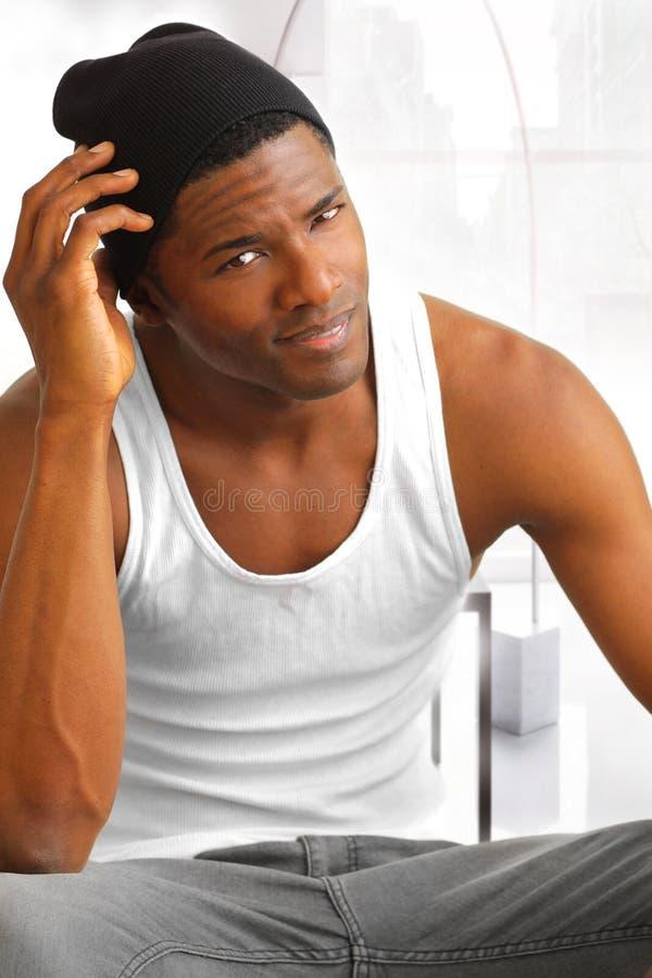 黑色悦目男性年轻人 免版税库存照片