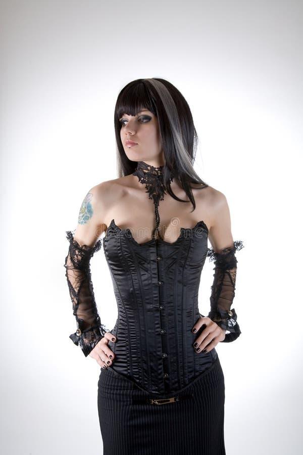 黑色束腰的哥特式女孩 图库摄影