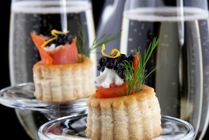黑色点心鱼子酱香槟 免版税图库摄影