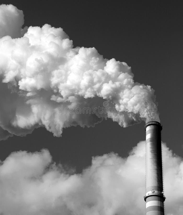 黑色烟囱采煤工厂次幂白色 库存照片