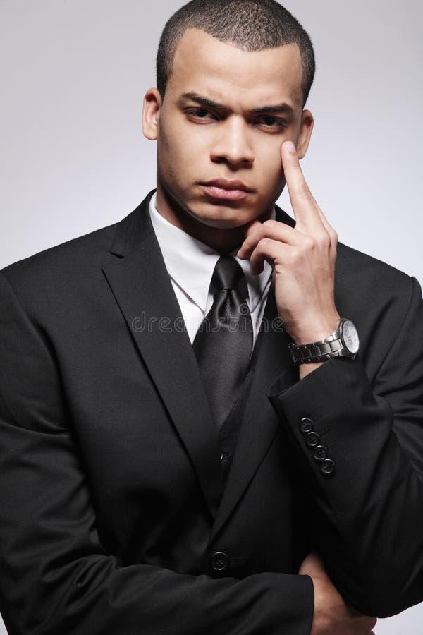 黑色生意人诉讼年轻人 库存照片