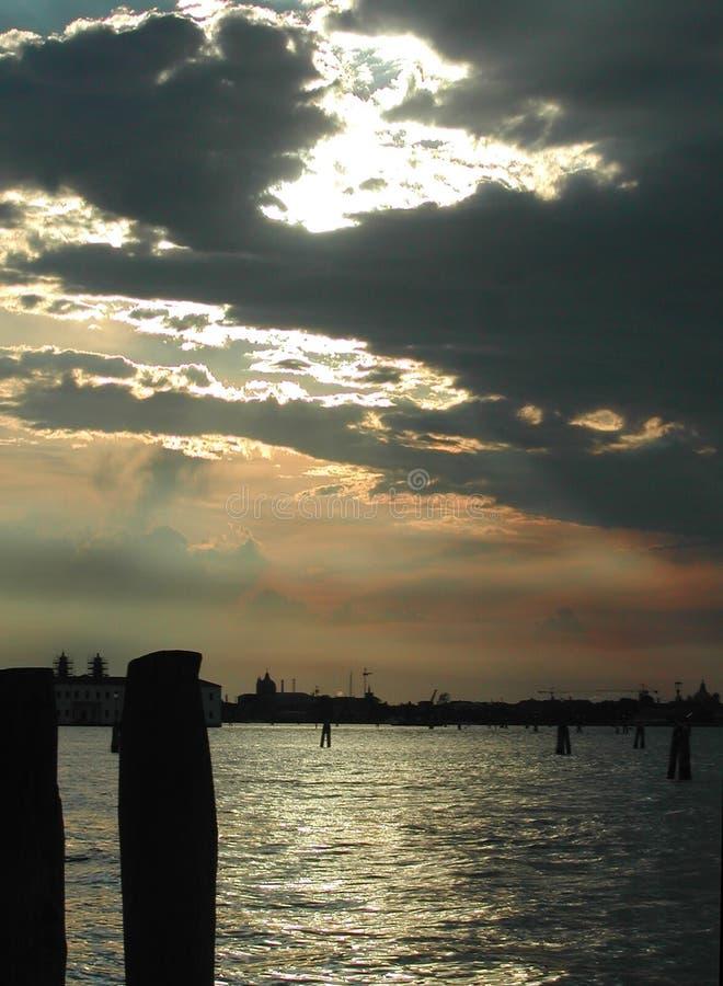 Download 黑色盐水湖 库存照片. 图片 包括有 浪漫, 严重, 天空, 地平线, 放松, marco, 意大利, 欧洲 - 176436