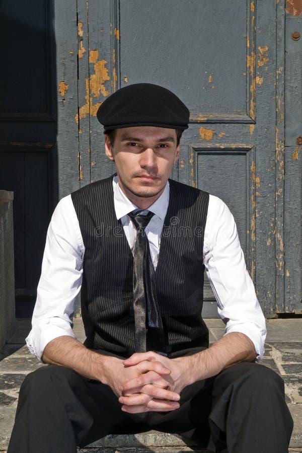黑色盖帽人样式葡萄酒年轻人 免版税库存图片