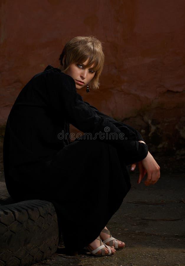 黑色礼服女孩设计 免版税库存照片