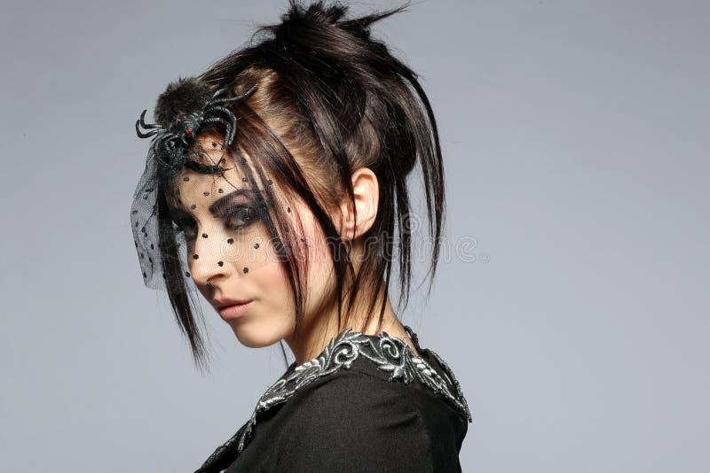 黑色礼服端庄的妇女 免版税图库摄影