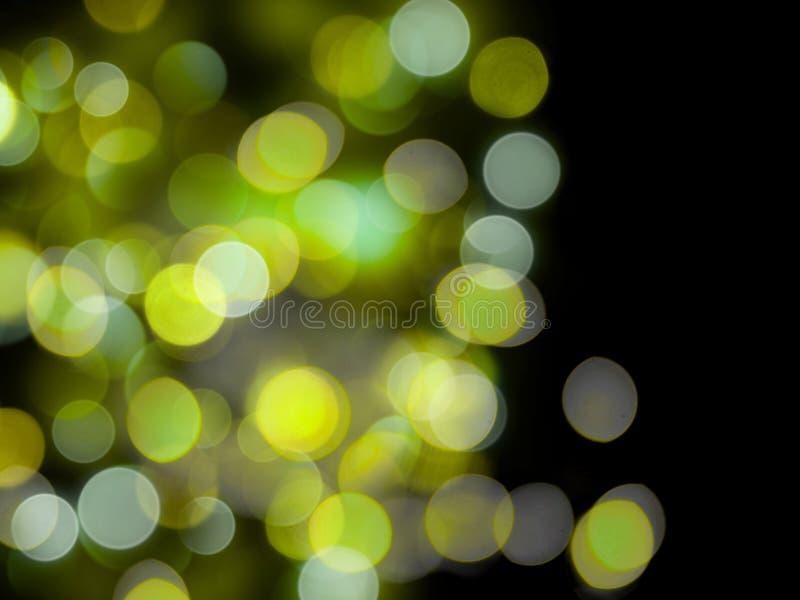 黑色背景上绿色的圆形发光的明亮抽象光 皇族释放例证