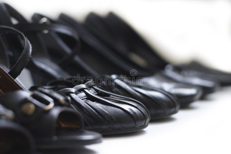 黑色行鞋子 库存图片