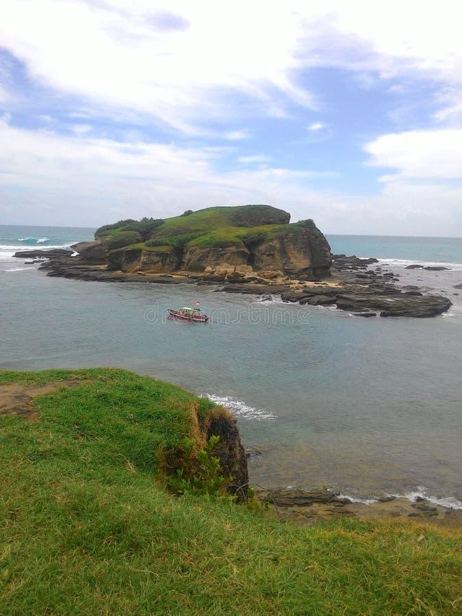 黑色风险长的岩石风景海运射击了视图 免版税库存照片