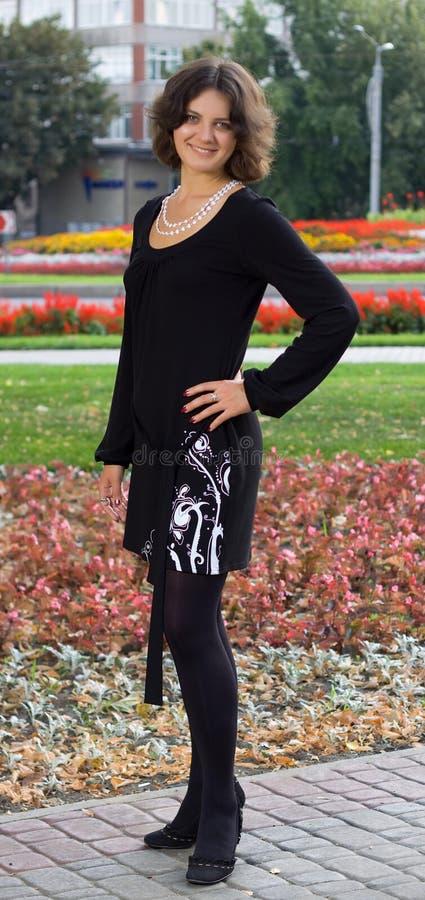 黑色黑暗的礼服女孩头发 免版税库存照片