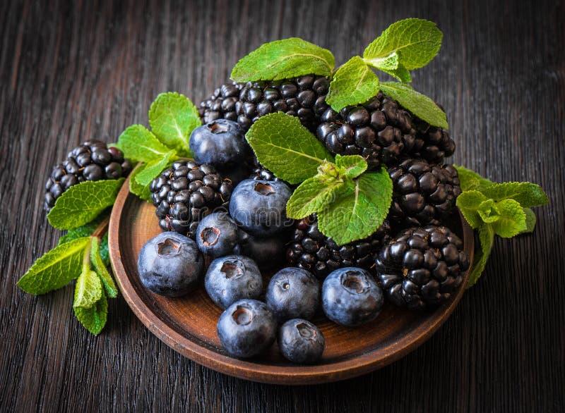 黑莓,蓝莓,薄菏 免版税库存照片