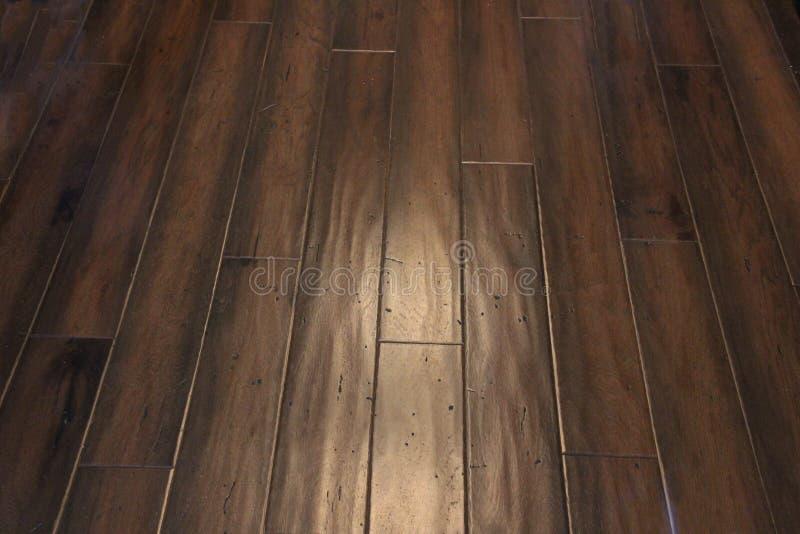 黑褐色手被刮的地板 免版税图库摄影