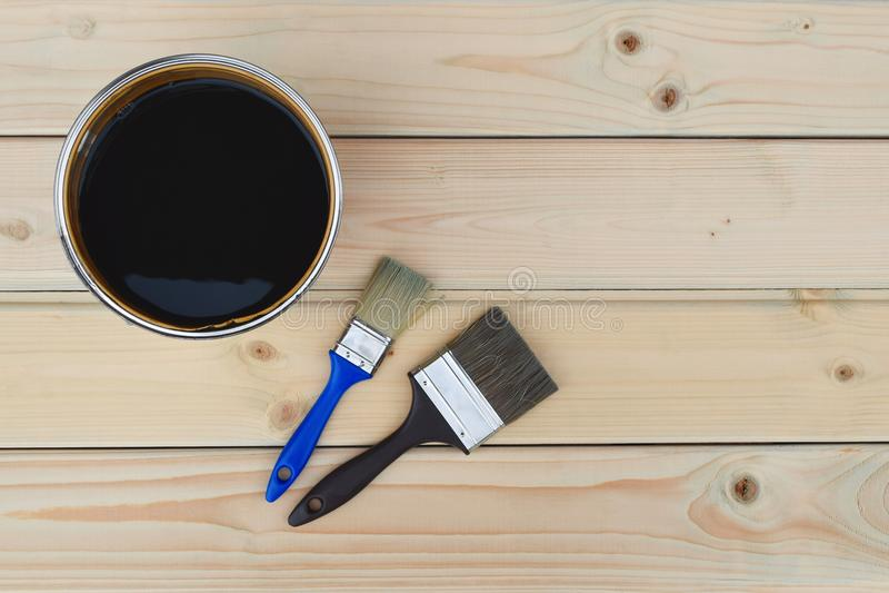 黑褐色油漆能 免版税库存图片