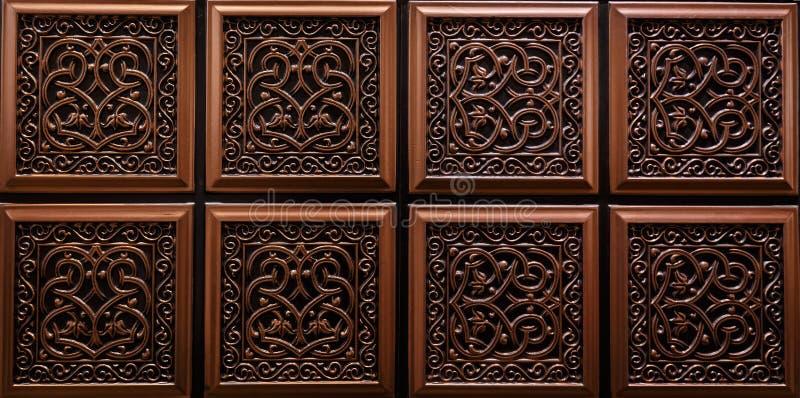 黑褐色颜色内部天花板好的详细的特写镜头视图铺磁砖豪华背景 库存图片