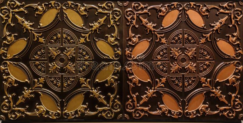 黑褐色颜色内部天花板惊人的详细的特写镜头视图铺磁砖豪华背景 免版税库存照片