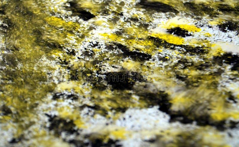 黑金银铜合金银色混合生动的被弄脏的明亮的水彩绘刷子丙烯酸酯的抽象背景、纹理和冲程  免版税库存照片