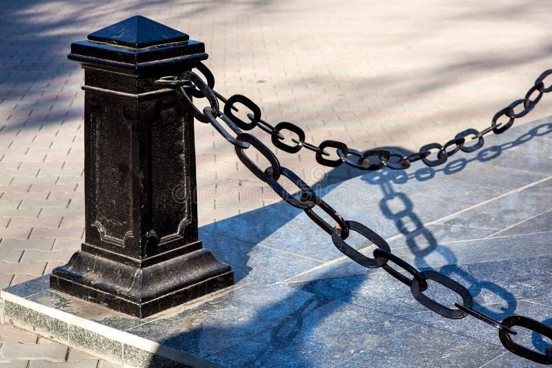 黑铁柱子防护墙  免版税库存图片