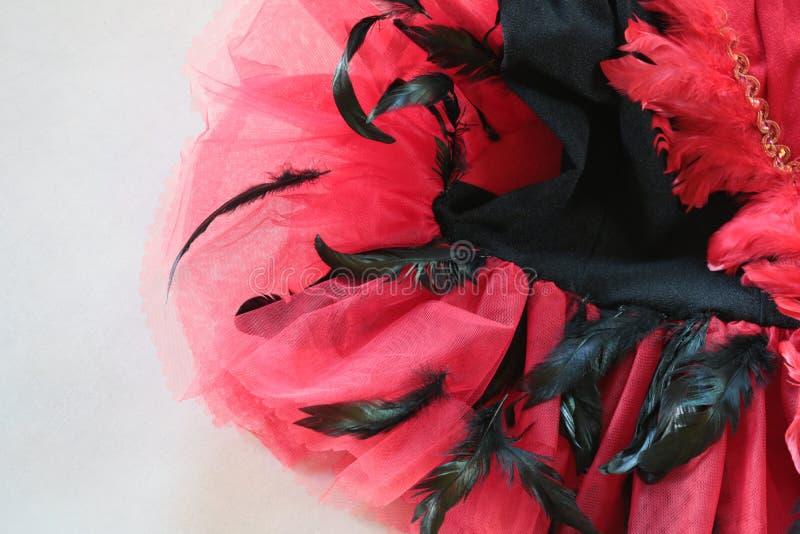 黑阶段的服装的Detaisl红色和 库存图片