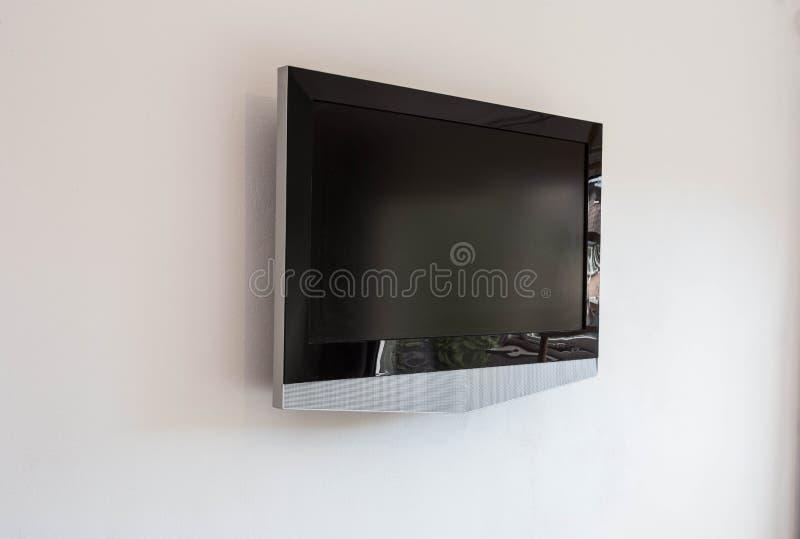 黑LED电视电视屏幕大模型嘲笑,在白色墙壁背景的空白 免版税库存图片