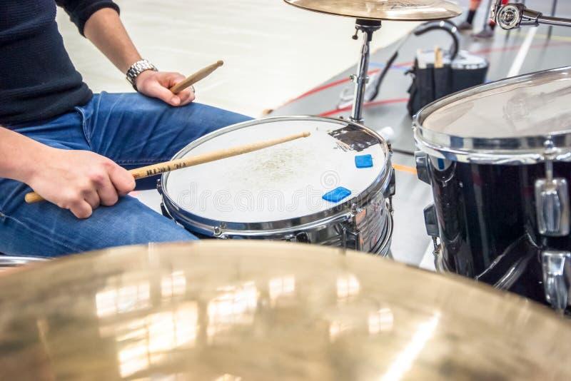 鼓手 音乐、人们、乐器和娱乐c 免版税图库摄影