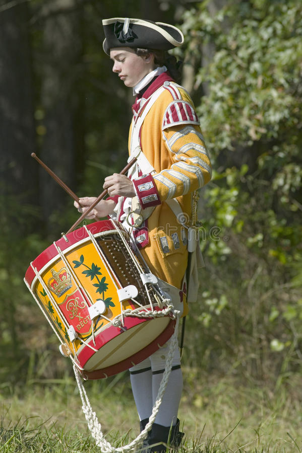 鼓笛和鼓音乐家在Endview种植园执行(大约1769)作为225th周年o一部分,靠近约克镇弗吉尼亚, 库存图片