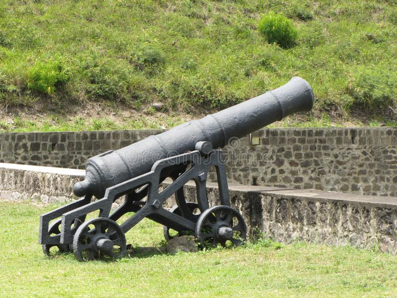 齐射并且打雷的大炮 免版税库存照片