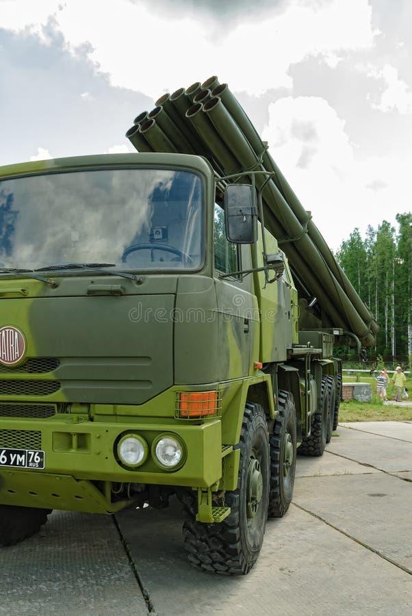 齐射火喷气机系统在卡车的 俄国 库存照片