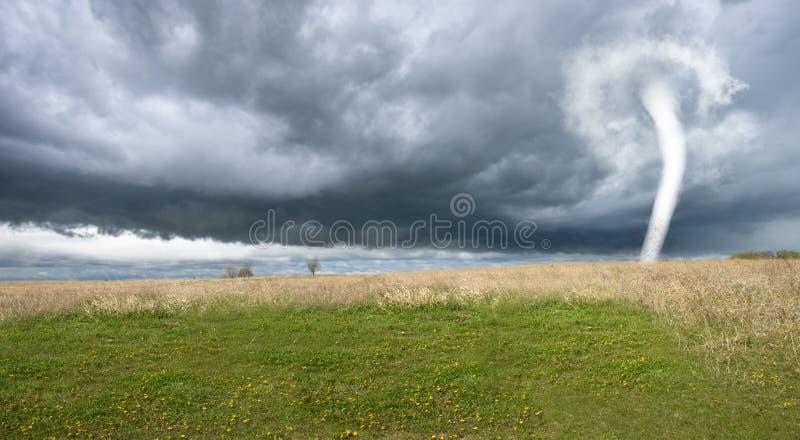 龙卷风动乱的预兆,雨云,天气,危险 图库摄影