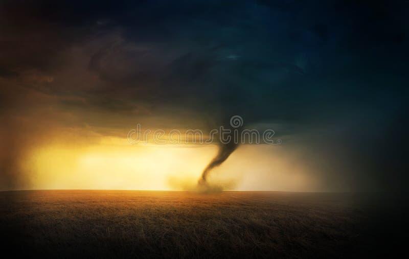 龙卷风日落